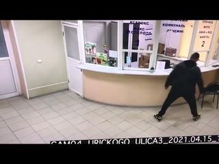 В Люберцах мужик не выдержал медлительности работников Почты России