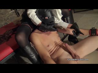 HER LEATHER SEX SLAVE(BRUNETTE MISTRESS,FEMDOM,HANDJOB,LEATHER,YOUNG,DOMINA,BOOT LICKING)