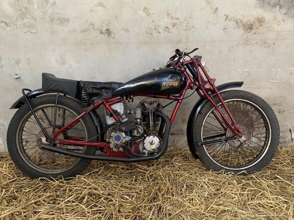 8 культовым мотоциклов нашли на заднем дворе легендарного Джо Райана