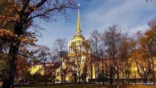 Прохладный осенний ветерок гуляет по Александровск...