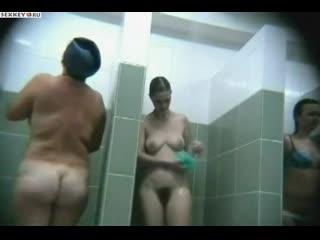 Бабы моются в душе. Женская баня. Много голых телок. Скрытая камера. Подсмотрел Частное домашнее любительское русское порно секс