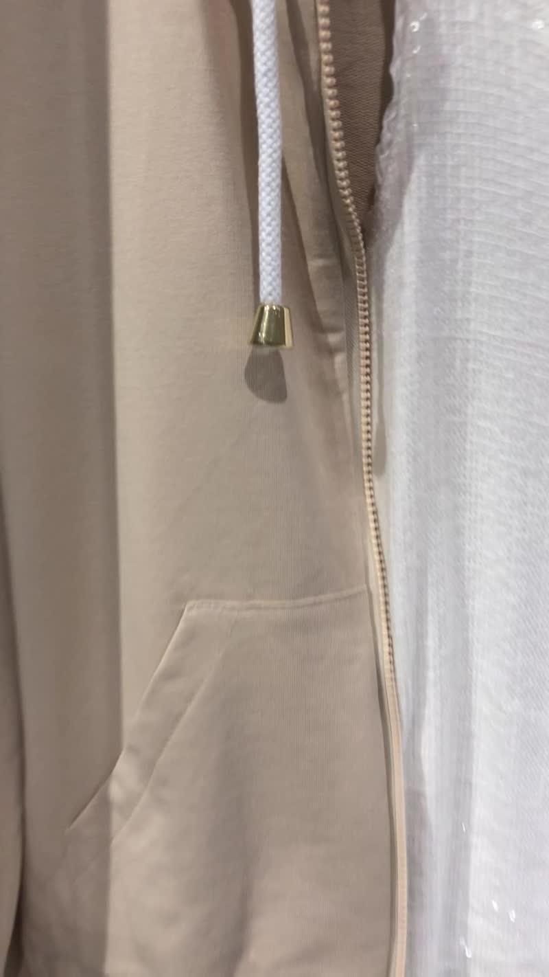Костюм беж с шортами и белая футболка низ кружево беж