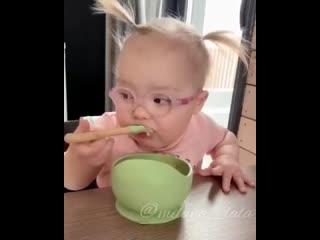 Хитрая хозяйка () Все бы дети так кушали