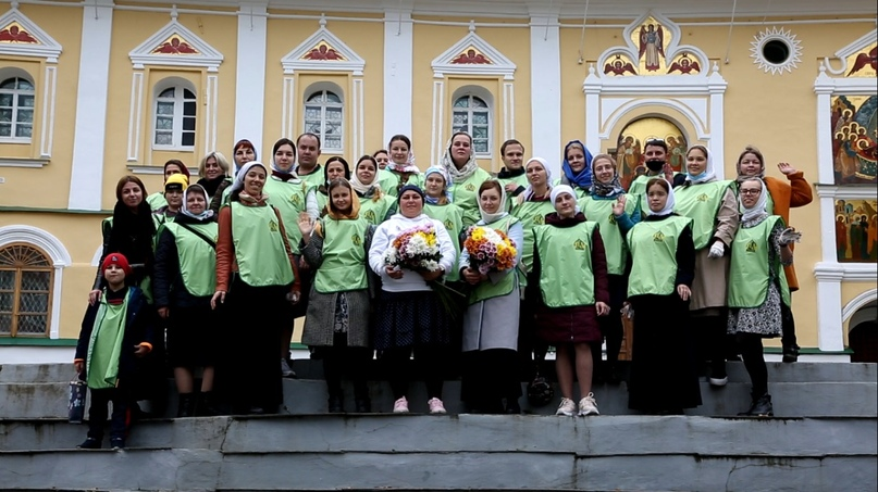 «Православные добровольцы» вместе с добровольцами кинокомпании «Союз Маринс Групп» совершили путешествие в исторические места Псковской области, изображение №1