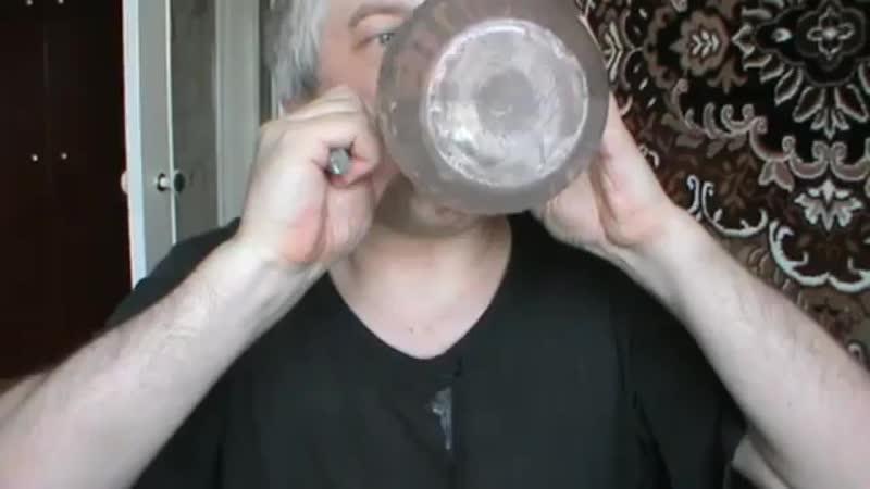 Водохлеб хлебает воду