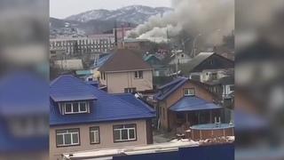 В Артёме горит торговый центр на улице Кирова