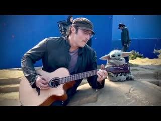 Роберт Родригес сыграл на гитаре «малышу Йоде»