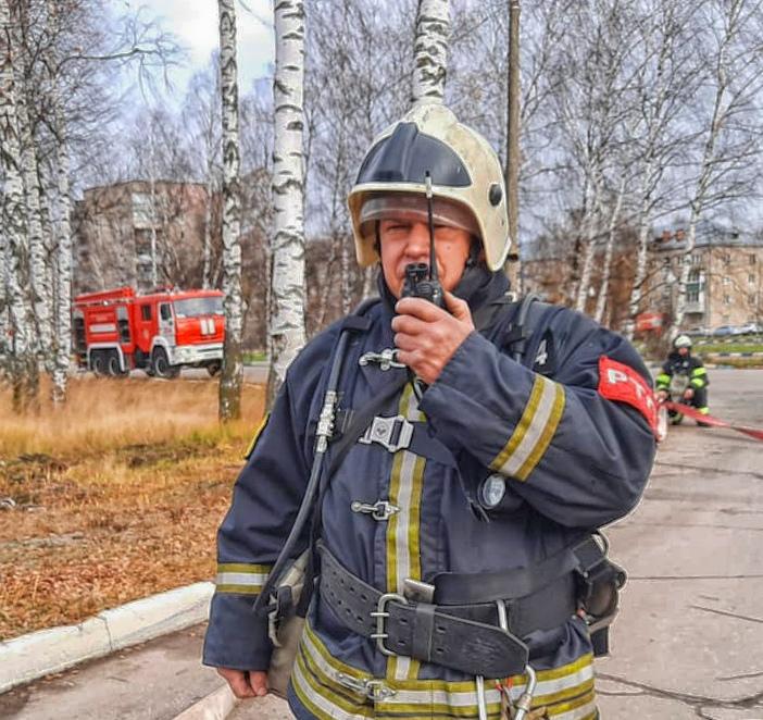 Сегодня работники 254-й пожарной части #Мособлпожспас провели пожарно-тактические занятия по тушению пожара на одной из автозаправочных станций городского округа #Электрогорск 🚒