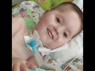 Москвичка усыновила мальчика из Челябинска, который всю жизнь жил в больнице