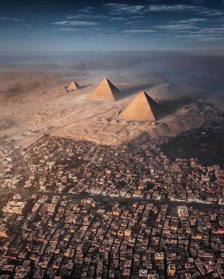 Пирамиды в Гизе с необычного ракурса