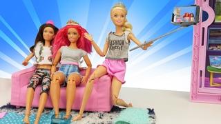¡Una fiesta de chicas! Barbie en español. Vídeos para niñas