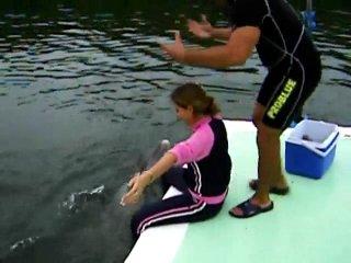 Дельфин выебал подругу:)ахахахха