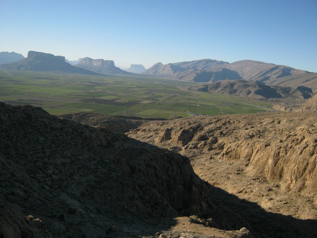 вид с горы над Накш-е Рустам