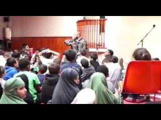 имам мечети в Бресте (французском) объясняет детям, что музыка это харам, голос шайтана