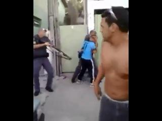 Populares apoiando vagabundo, a polícia mostrou quem realmente manda
