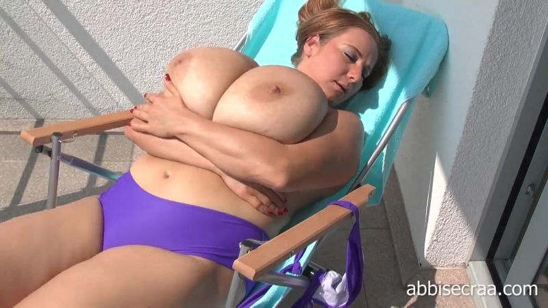 Nackt turquoise abbi secraa Riesige Titten