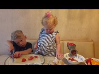 Дети готовят домашний кетчуп!!