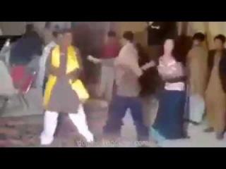 Mujer china se vuelve loca cuando un Musulman la saca a bailar!