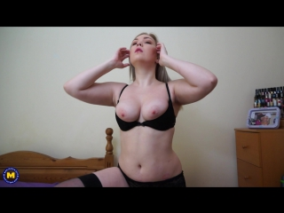 Daisy (EU) (30) - Hot British mom loves playing in bed (Masturbation Shaved Solo Toys)