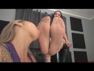 Sasha Foxxx worship sweet nylon feet