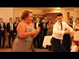 Заводной танец матери и сына на свадьбе. Фантастический позитив!