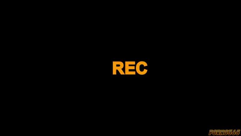 Молодая рыжуха дрючится в зад раком под запись своей песни