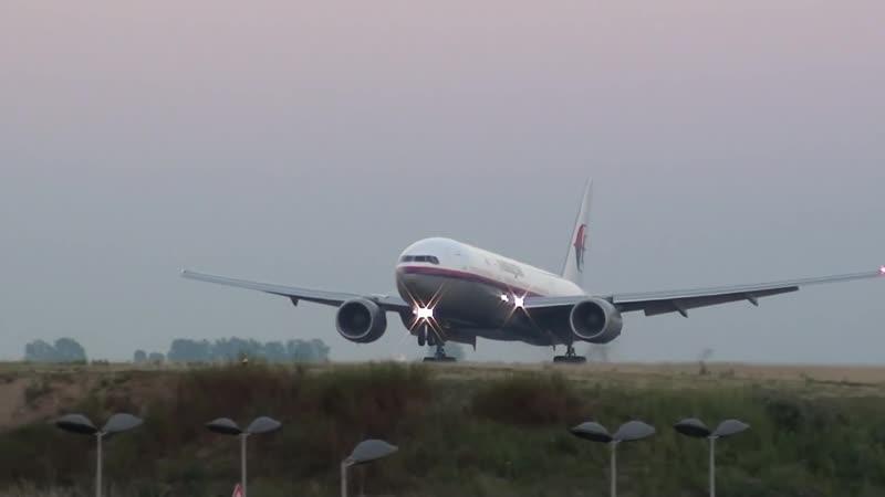 Malaysia Airlines 777-200ER landing 09L at Paris Roissy [CDG⁄LFPG]