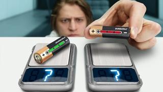 Сколько весит заряженная и разряженная батарейка?