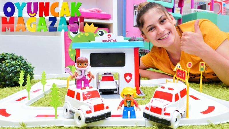 Oyuncak mağazası yeni hastane seti açalım Lego oyuncakları ile video