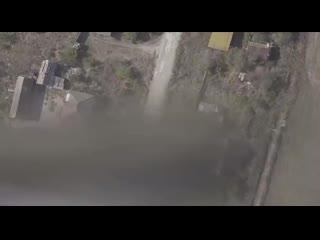 Ничего необычного, просто украинская армия сбрасывает с бпла типа Phantom гранату на гражд.mp4
