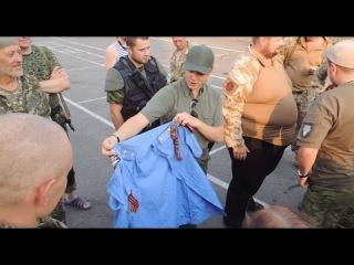Ляшко в гостях у батальона Айдар в г. Луганск. Счастье. Бойцы передали подарок Ефремову