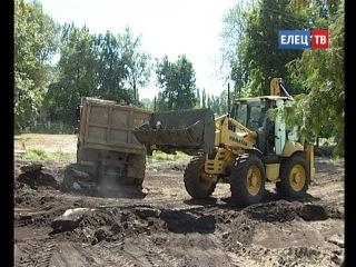 Снос аварийных зданий, спиливание старых деревьев: идет подготовка к капитальной реконструкции елецкого парка железнодорожников