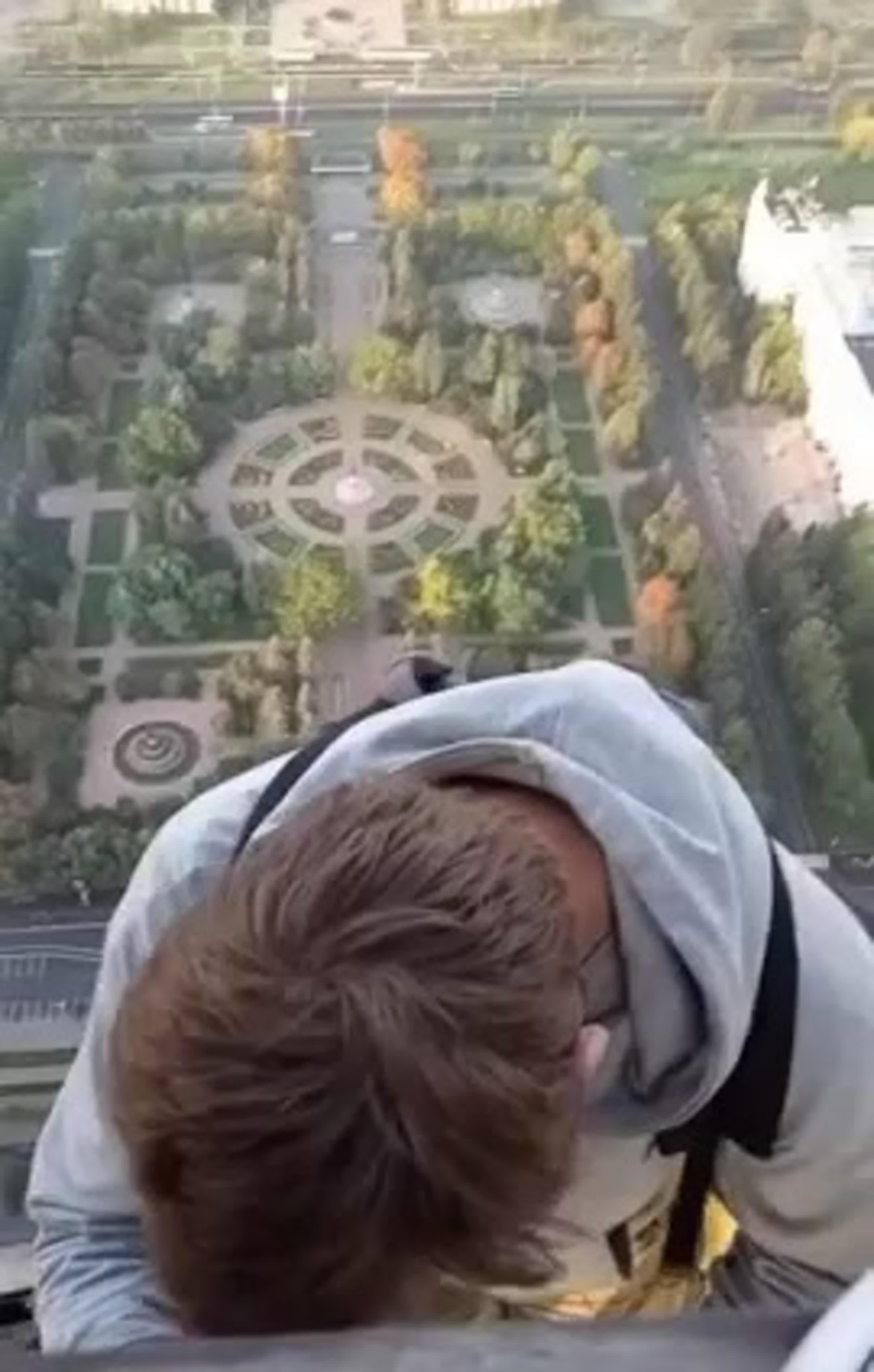 В Москве задержаны четверо подростков-руферов, которые залезли 11 сентября на звезду здания МГУ.