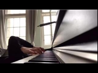 Henning May piano