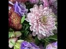 Создание букета - настоящее волшебство 🔮⠀Сплошное удовольствие наблюдать, как в умелых руках флориста из отдельных, непохожих