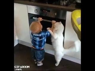 Отойди тебе сказала,  мама ругать будет!