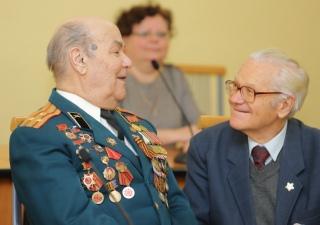 Вручение памятных знаков в честь 75-летия полного освобождения Л