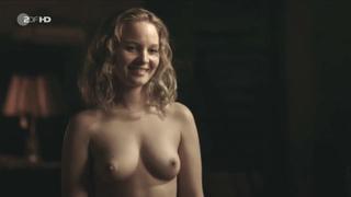 Naked emilia schüle Emilia Schüle