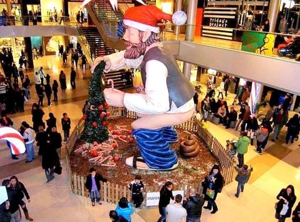 В каталонских землях есть необычная традиция изготавливать и помещать перед Рождеством на самые видные места человечков в красном колпаке, справляющих большую нужду. Называются они каганер,
