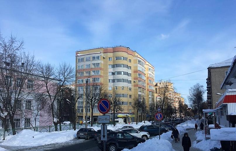 Вид на улицу Розы Люксембург в квартале от Октябрьского проспекта до Дерендяева. 2021 г.