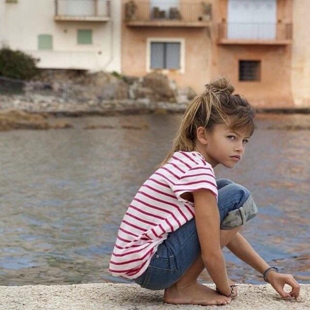 Около 10 лет назад соцсети окрестили эту девочку самым красивым ребенком в мире. Сейчас ей уже 18 и вот как она
