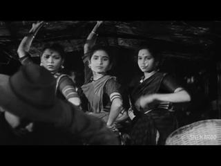 Awara Hoon _ Awaara Songs _ Raj Kapoor _ _ Mukesh _ Shankar Jaikishan _ Ultimate Raj Kapoor Song (1080p) (2)