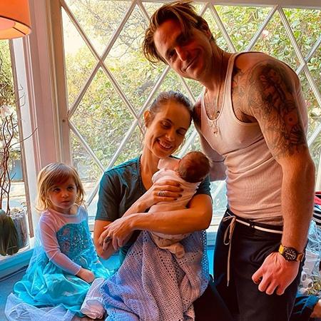 Сын Майкла Дугласа Кэмерон и его возлюбленная стали родителями во второй раз 42-летний сын Майкла Дугласа Кэмерон и его возлюбленная Вивиан Тайбс стали родителями во второй раз у пары родился