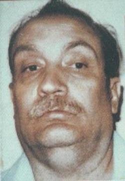 Филип Карл Яблонски американский серийный убийца, признанный виновным в смерти 5 женщин в Калифорнии и Юте между 1978 и 1991 г Родился в семье алкоголика, который избивал мать и сестёр. В