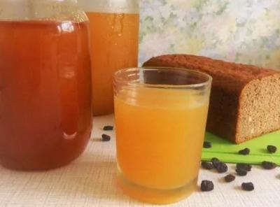Квас из сыворотки с мёдом и изюмом рецепт