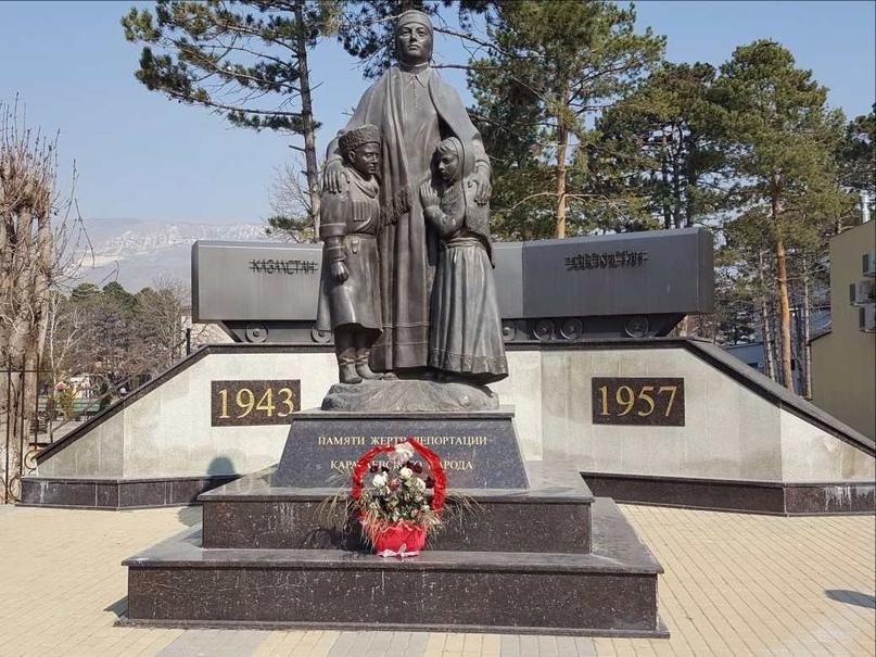 """12 октября 1943г. был принят секретный указ об """"освобождении"""" Карачаевской АО от ВСЕХ карачаевцев."""