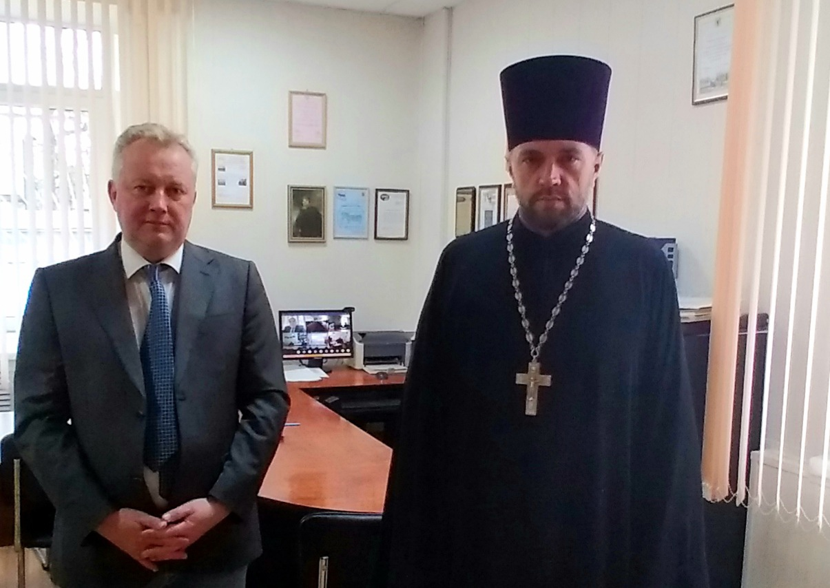 П.В. Бархатов и о. Михаил Королев вместе со студентами участвуют в видеоконференции