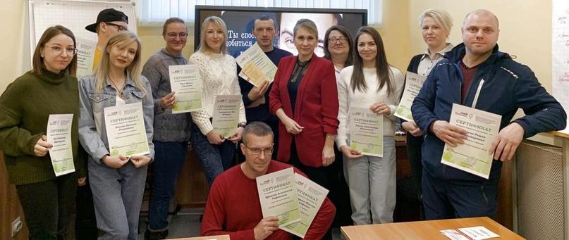 Выпускники «Азбуки предпринимательства». Мария Куск – четвертая слева.