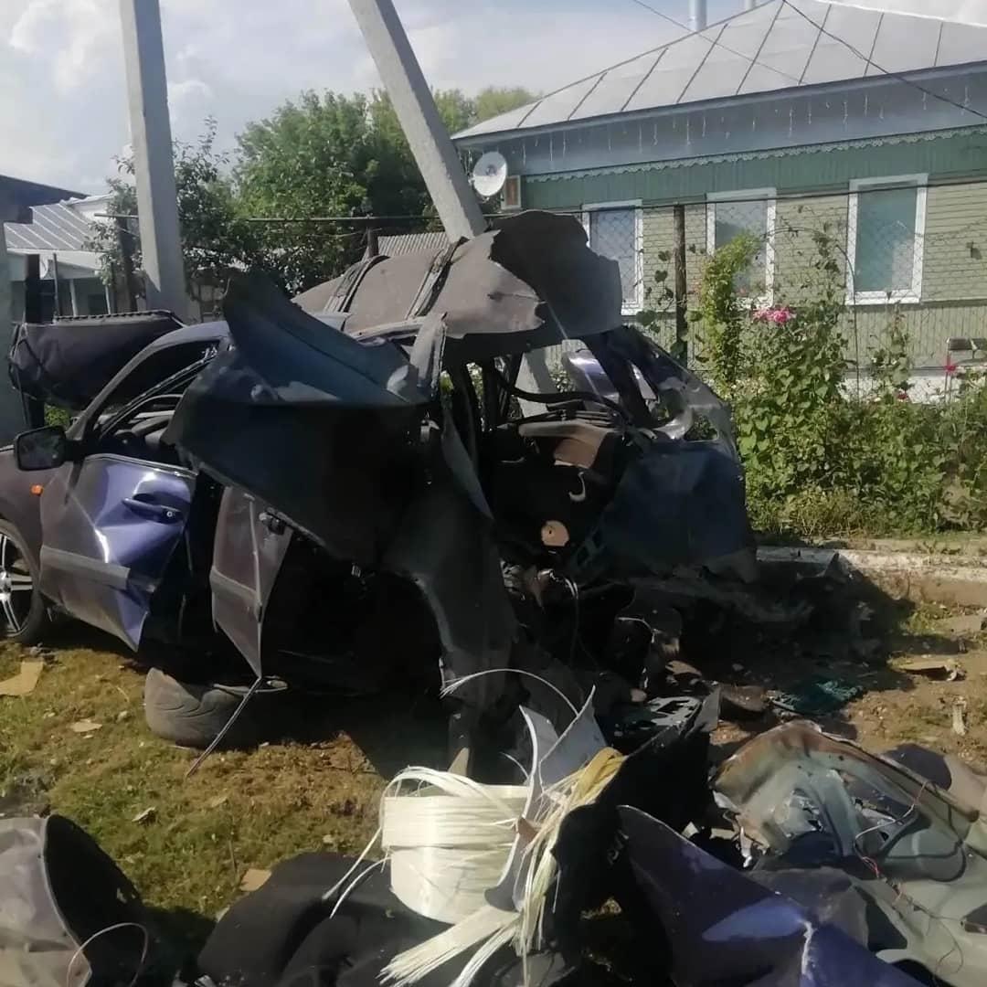 В легковом автомобиле, припаркованном на улице Безымянной в Петровске, взорвался газовый баллон