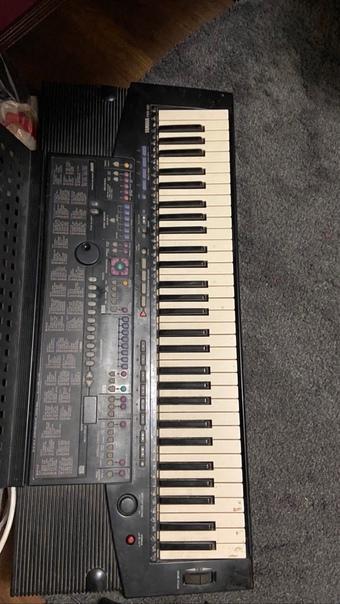 Продам синтезатор Yamaha PSR-510в хорошем состояни...